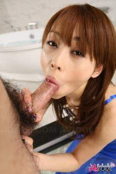 Experienced Miina Yoshihara is sucking cock