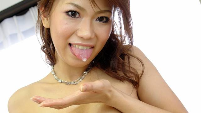 Runa Sezaki gets cum in mouth after handjob