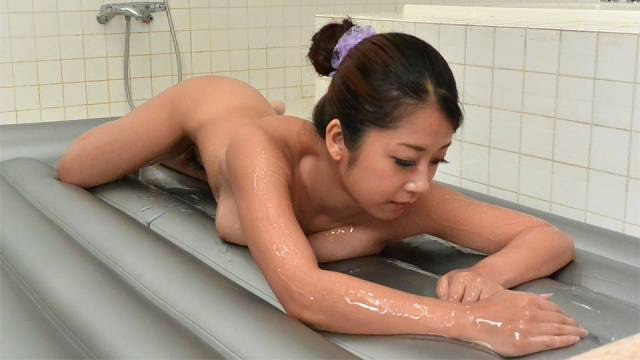 Kinky Bath And Sensual Massage With Atomi Suzuki